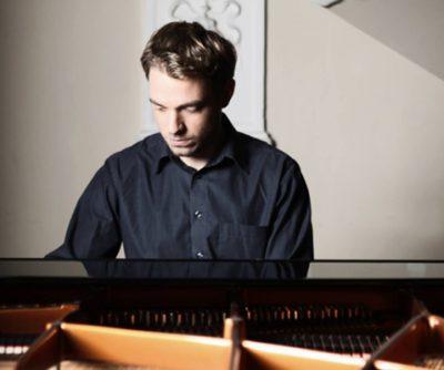 Ivan Pernicki, piano